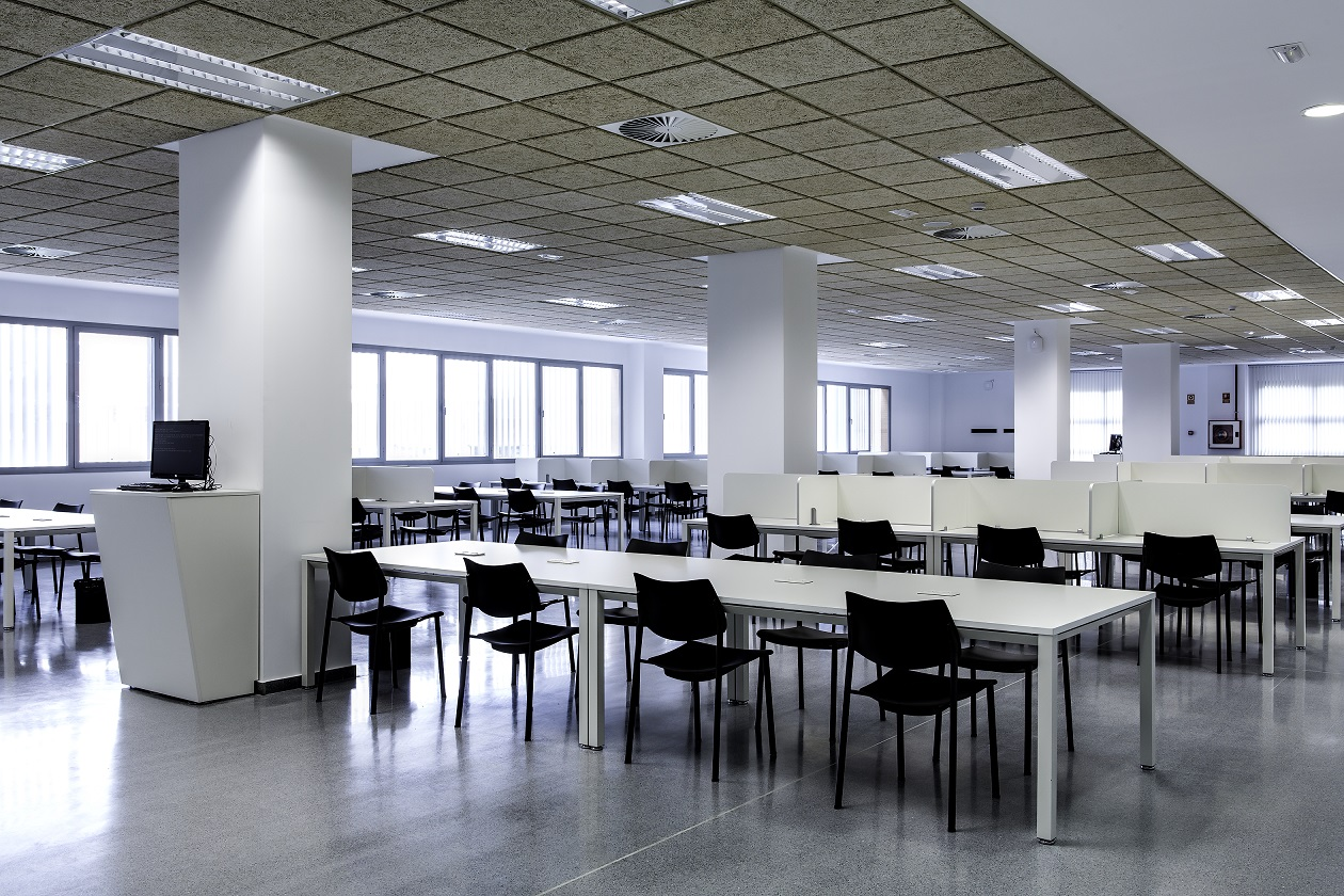 Proyectos de oficina en Sevilla: Sillas y mesas para bibliotecas